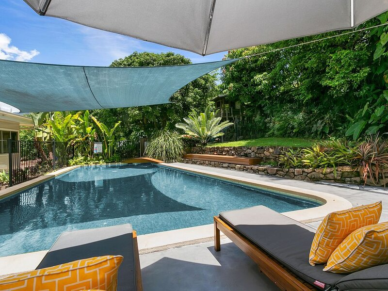 54 Hillview Crescent · Vista Hillview Family Villa -4bed/3bath/Pool, holiday rental in Holloways Beach
