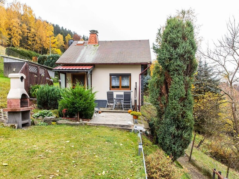 Detached holiday home with a sunny garden in the heart of the Thuringian Forest, holiday rental in Neustadt am Rennsteig