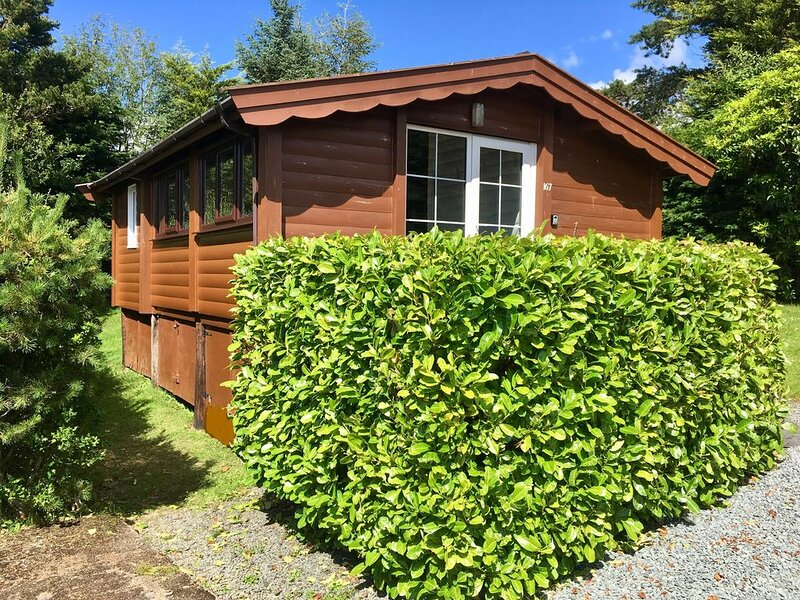 Cosy log cabin in Snowdonia  with stunning views, holiday rental in Bronaber