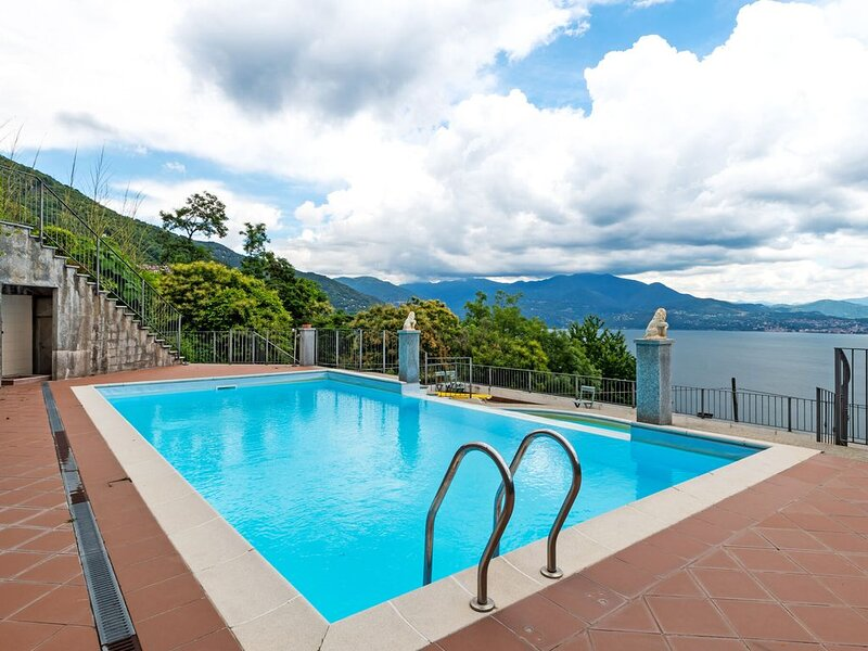Spacious Apartment in Rancone with Lake View, holiday rental in Barbe Superiore