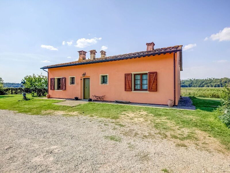 Blissful Villa with Terrace, Garden, Garden Furniture, holiday rental in Santa Maria a Monte