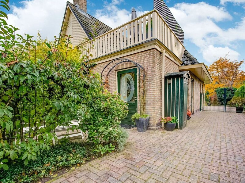 Homely Apartment in Noordwolde with Balcony, holiday rental in Veenhuizen
