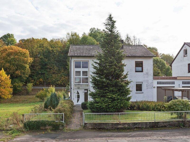 Spacious Apartment near Forest in Freienhagen, vakantiewoning in Bad Emstal