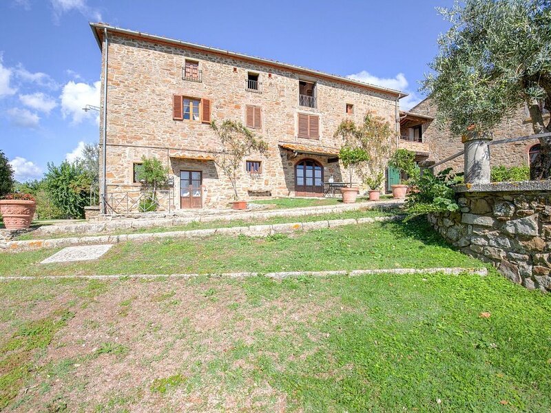 A beautiful, traditional Tuscan hamlet in the hills., alquiler vacacional en Civitella in Val di Chiana