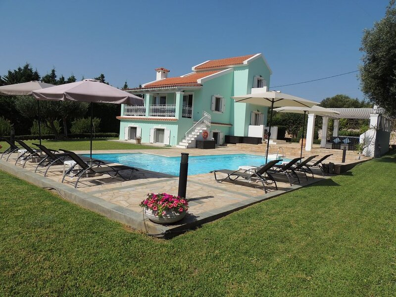 Villa Hara - 4 Bed Villa, Large Pool, Fabulous Sea and Mountain Views Free WiFi, vacation rental in Karavados