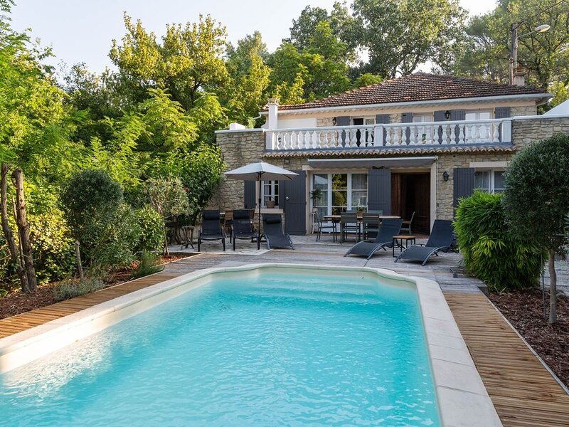 Serene Holiday Home in Carpentras with Private Swimming Pool, vacation rental in Carpentras