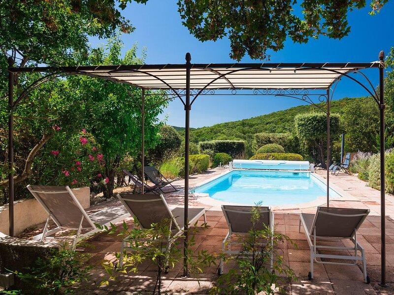 Mas de Bouis: Villa Luxueuse, Piscine Chauffée, Parc Privé, Entièrement Rénovée, holiday rental in Notre-Dame-de-Londres