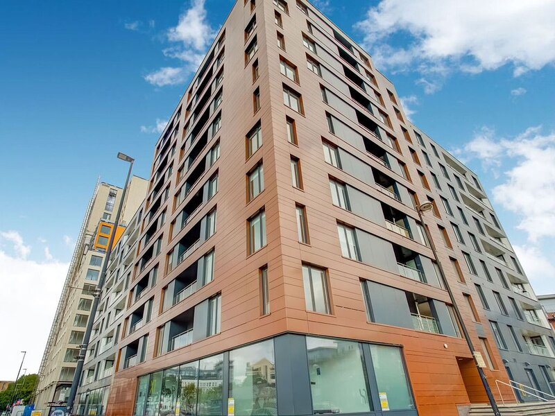 Chic Apartment in Manchester near Old Trafford, vacation rental in Salford