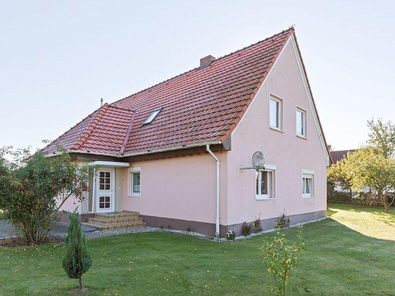 Modern Apartment in Teßmannsdorf with Garden, holiday rental in Neubukow