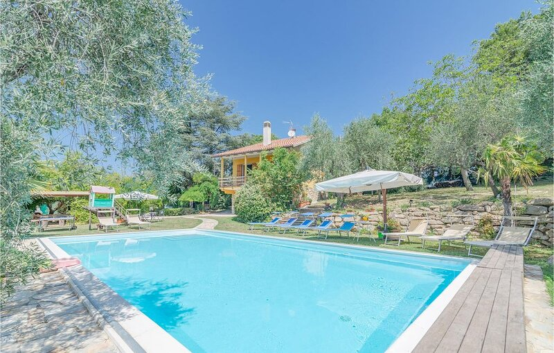 4 Zimmer Unterkunft in Pesaro -PU-, vacation rental in Peglio