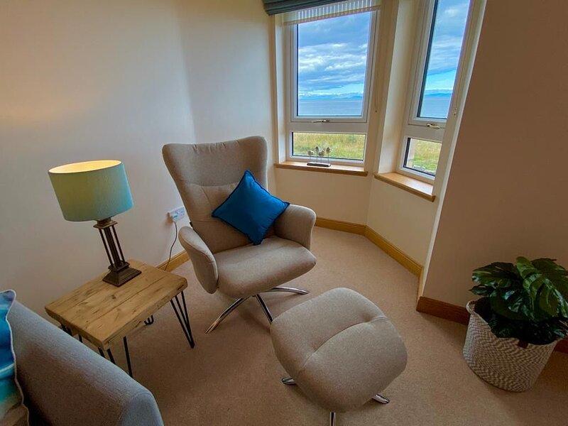 Luxury apartment with magnificent uninterrupted sea views, alquiler de vacaciones en Lossiemouth