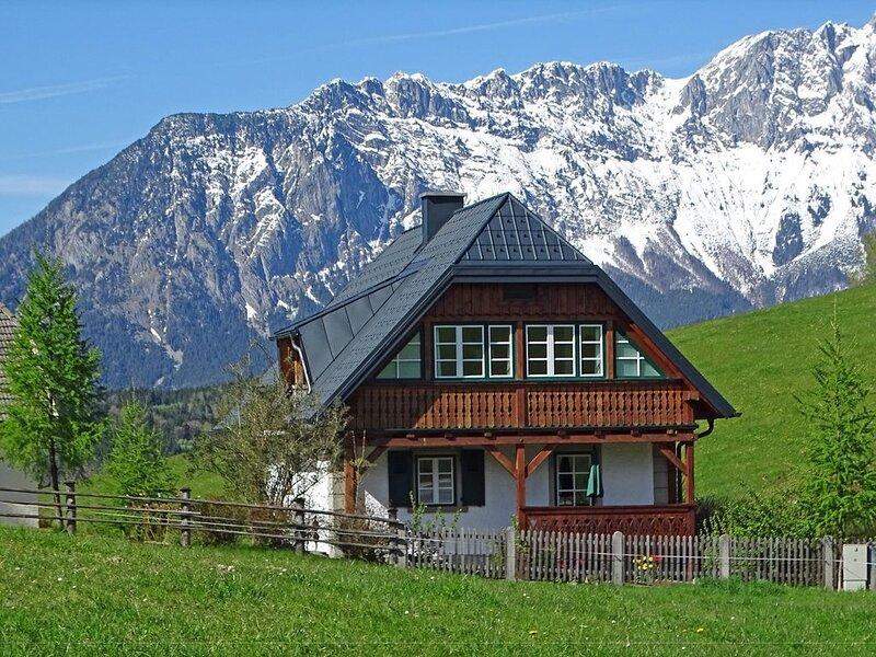 Freistehendes Chalet, mitten in der Natur, schöne Aussicht, aluguéis de temporada em Fleiss
