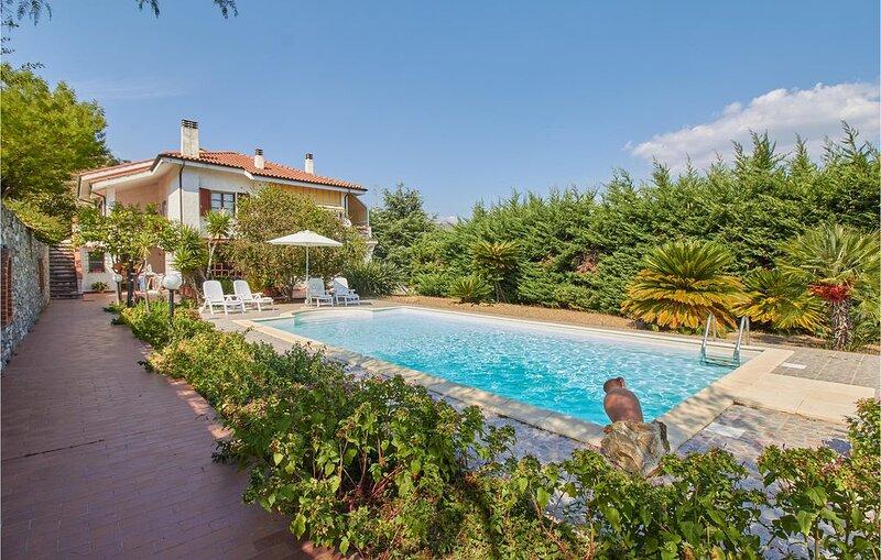 3 Zimmer Unterkunft in Imperia -IM-, vacation rental in Torrazza
