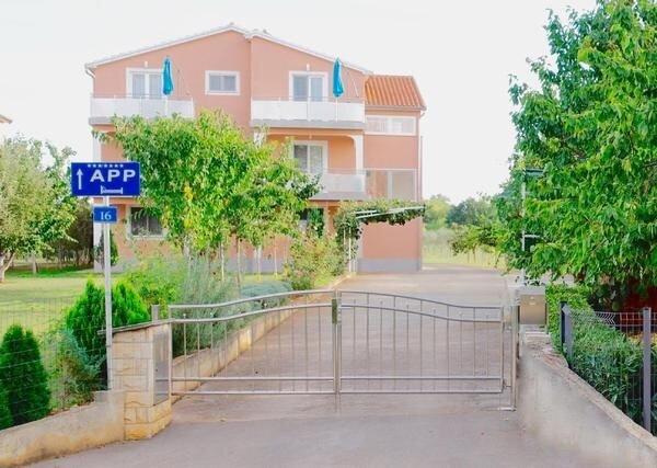 Ferienwohnung Umag für 1 - 4 Personen mit 2 Schlafzimmern - Ferienwohnung, alquiler vacacional en Umag