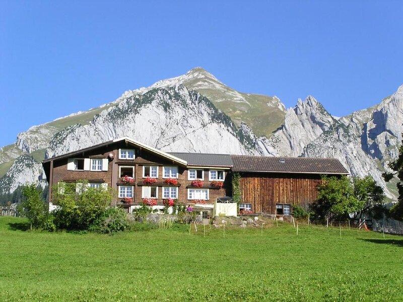 Ferienhaus Wildhaus für 6 Personen mit 3 Schlafzimmern - Ferienhaus, vacation rental in Wildhaus