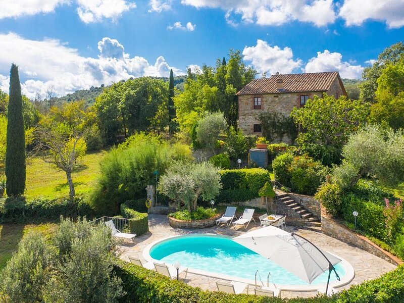 Villa Caporlese: Large Private Pool, WiFi, holiday rental in Montegiove