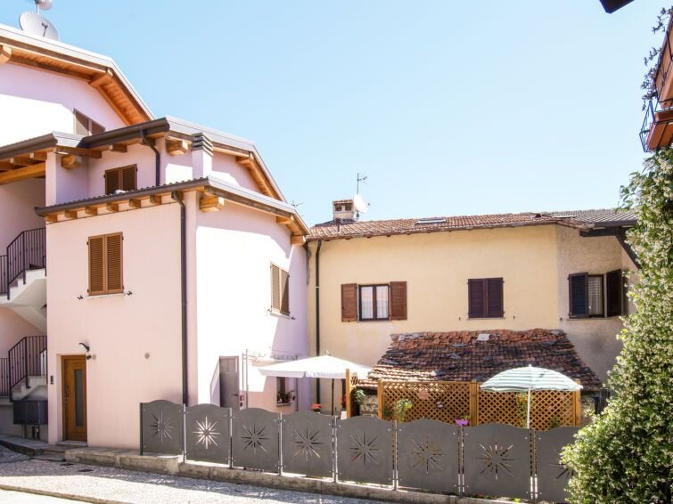 Ferienwohnung Martino (DMA320) in Domaso - 5 Personen, 2 Schlafzimmer, vacation rental in Vercana