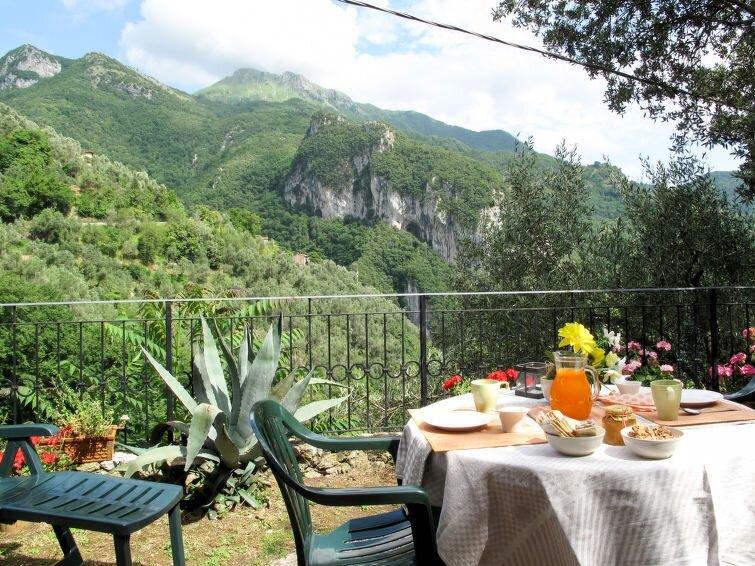 Ferienhaus L'Oliveto (CMA270) in Camaiore - 4 Personen, 2 Schlafzimmer, holiday rental in Stazzema