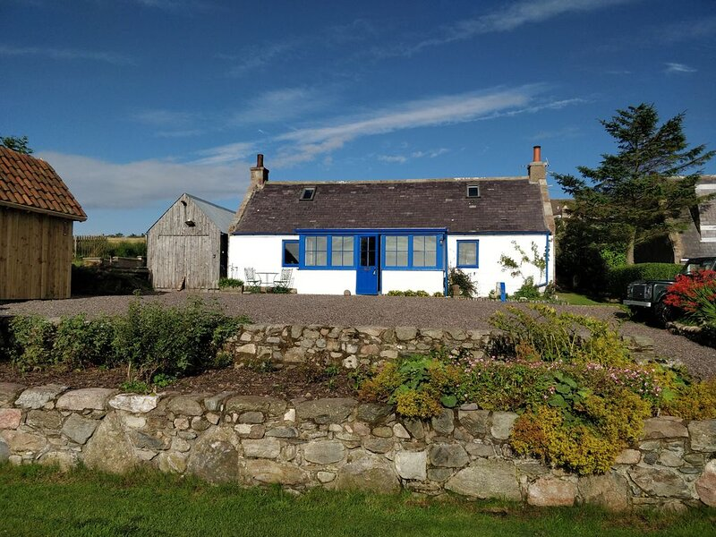 Detached Coastal Fisherman's Cottage with Amazing Sea Views., holiday rental in Peterculter