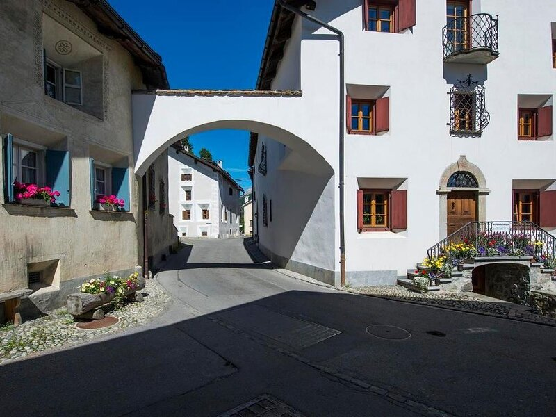 Ferienwohnung Bever für 6 Personen mit 2 Schlafzimmern - Historisches Gebäude, casa vacanza a La Punt-Chamues-ch