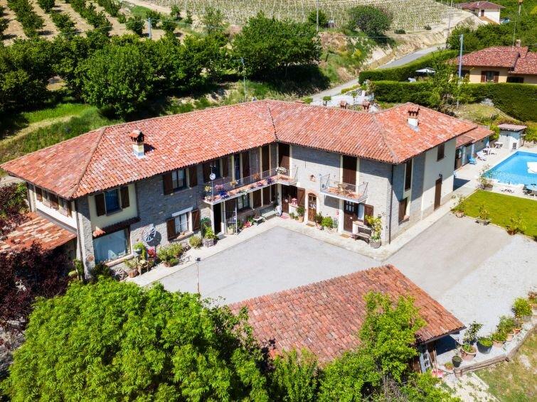 Ferienhaus La Lepre Danzante (BOG100) in Borgomale - 12 Personen, 5 Schlafzimmer, holiday rental in Mango