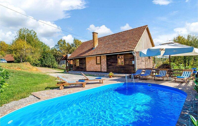3 Zimmer Unterkunft in Ribnik, casa vacanza a Metlika