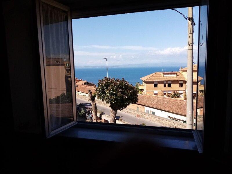 casa a porto santo stefano con vista mare, holiday rental in Talamone