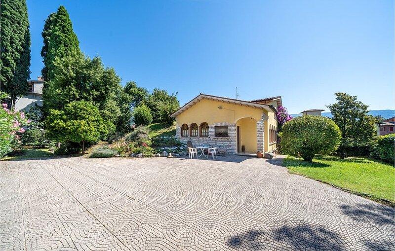 4 bedroom accommodation in Bogliaco BS, casa vacanza a San Giorgio
