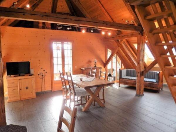 Ferienwohnung Hondrich für 2 - 4 Personen mit 2 Schlafzimmern - Bauernhaus, vacation rental in Spiez