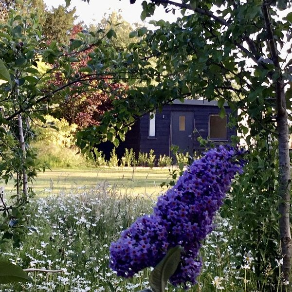 The Hideaway is a Brand new barn studio Set in beautiful countryside/farmland, location de vacances à Burton