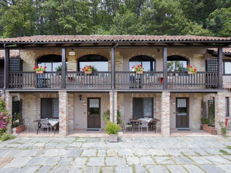Ferienhaus Bianco (SVN100) in Serravalle Langhe - 4 Personen, 1 Schlafzimmer, vacation rental in Bossolasco
