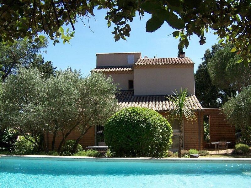 Appartement L'Orée de l'Eure, jardin, piscine privée à Uzès, vacation rental in Uzes