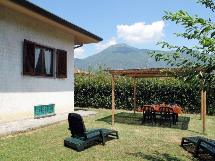 Ferienhaus Emilia (CMA117) in Camaiore - 4 Personen, 2 Schlafzimmer, holiday rental in Pedona