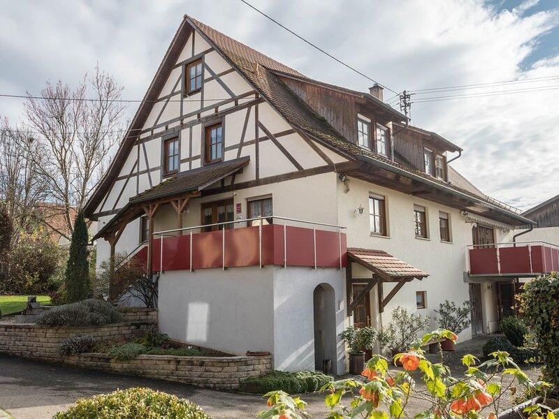 Maisonettewohnung '4-Sterne-Ferienwohnung Nr. 1' mit WLAN, Garten und Terrasse;, casa vacanza a Markdorf