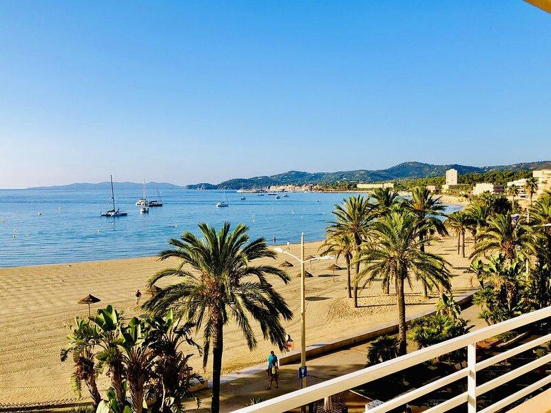 Appartement 78 m2 Front de Mer (1 minute de la plage), alquiler vacacional en Le Lavandou