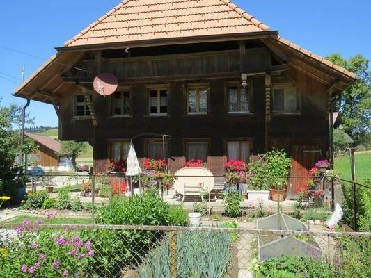 Ferienwohnung Häusernmoos im Emmental für 6 - 8 Personen mit 2 Schlafzimmern - F, vacation rental in Utzigen