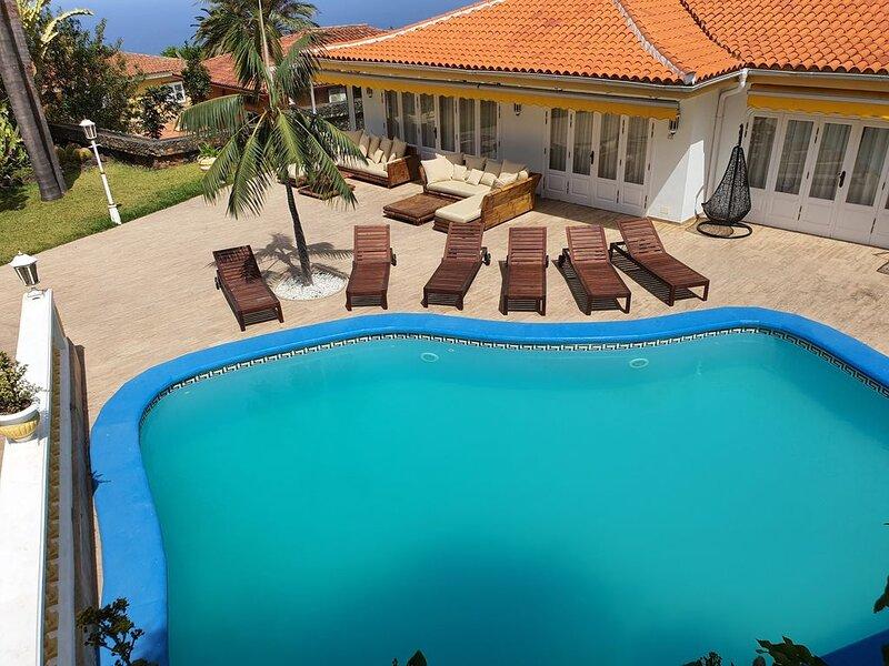 Dos villas, piscina y cancha de tenis privadas!, vacation rental in La Orotava