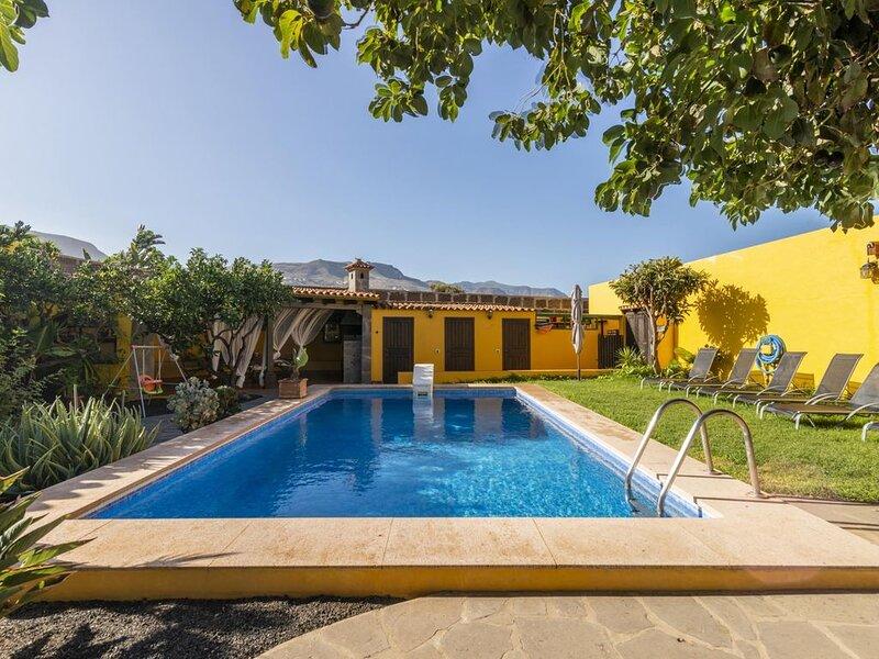 Villa de lujo con piscina privada y barbacoa 10 pax, holiday rental in Hoya de Pineda
