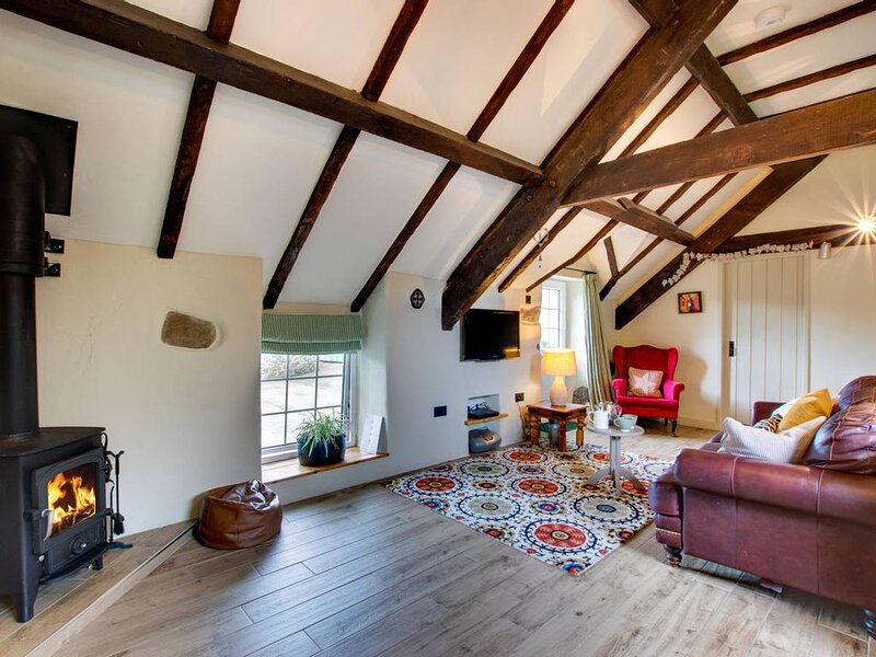 Exposed oak beams, stone walls and a log burner, this is the perfect country hid, holiday rental in Cylch-Y-Garn