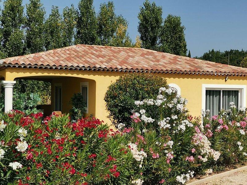 Campagne aixoise maison indépendante T3 avec terrasse, location de vacances à Pourrieres