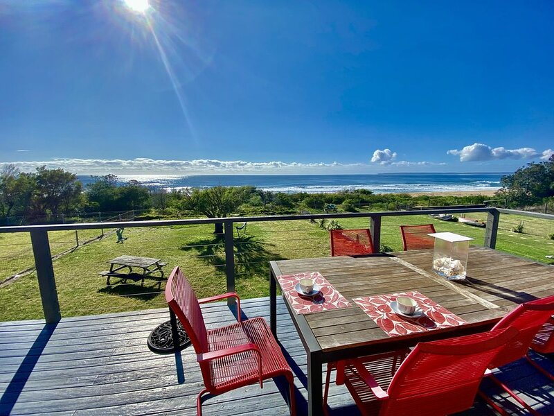 ENDLESS SUMMER * CULBURRA BEACH - BEACHFRONT, holiday rental in Culburra Beach