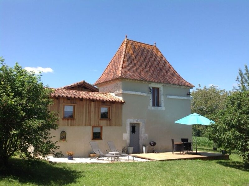 17th C Pigeonaire -   magical romantic couples retreat, vacation rental in Auriac de Bourzac