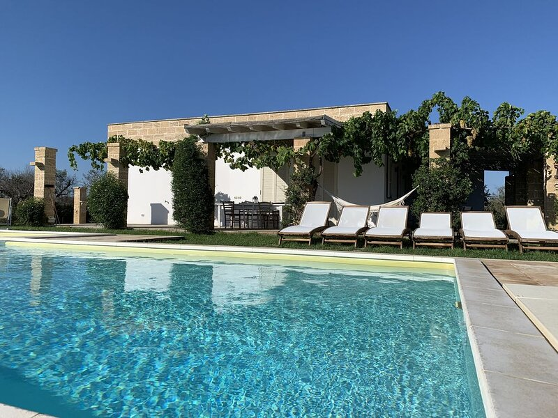 Esclusiva villa in Salento,piscina privata,pochi minuti dal mare,relax e privacy, location de vacances à Sannicola