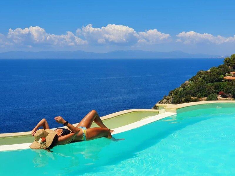 VILLA PATTY A PICCO SUL MARE, location de vacances à Torre delle Stelle