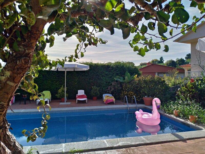 Villa with a view in Nigran, location de vacances à A Ramallosa