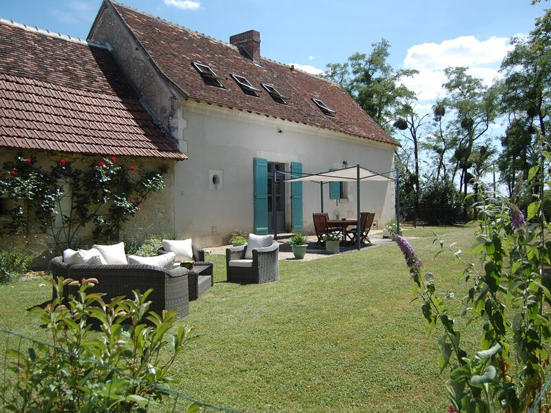 Beautiful Loire Villa, south Loire Valley, private heated pool. Dogs accepted., casa vacanza a Indre