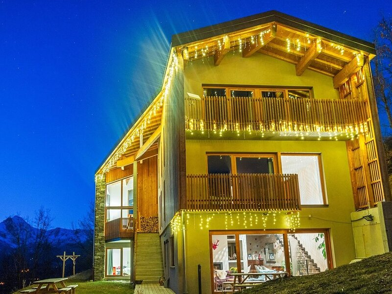 Large modern chalet 200 m2 spacious and comfortable with sauna, location de vacances à Valmeinier