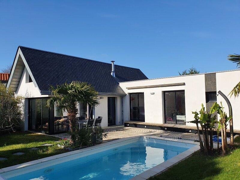 Villa d'architecte - Plage - 5mn centre de Pornic - Piscine chauffée, holiday rental in La Bernerie-en-Retz
