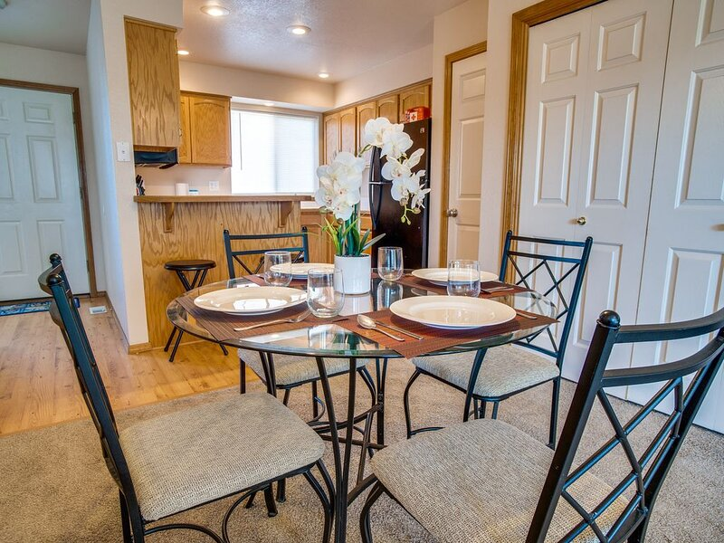 Cozy Meridian Home ⭐ HULU ⭐ W/D ⭐ 12 Min to Boise, vacation rental in Meridian