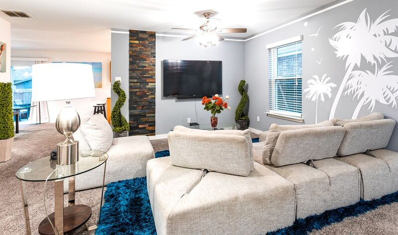 PS5 Console /Seaworld BASKETBALL COURT|POOL TABLE, holiday rental in Macdona